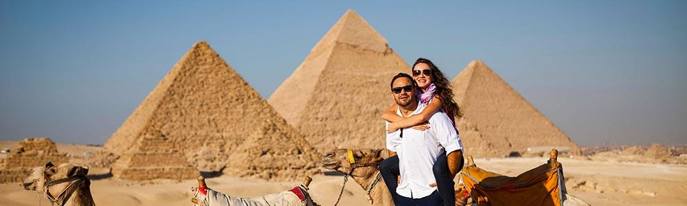 Día 2 El tour a las Pirámides de Guiza y el Museo Egipcio