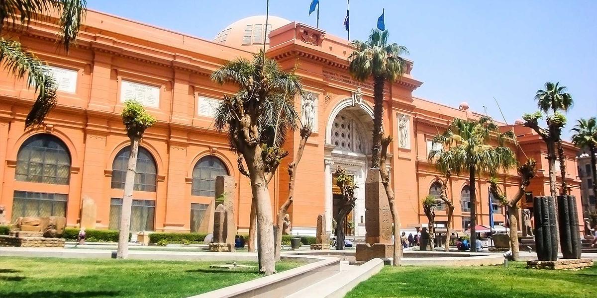 Tour a El Cairo desde Asuán en un Día por Avión