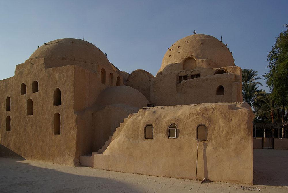 Las Celdas de los Monjes en El Monasterio de San Bishoi - Egypt Tours Portal (ES)