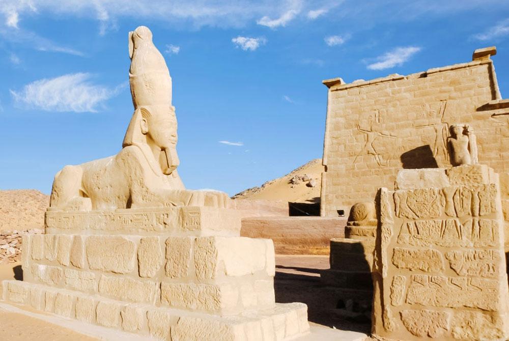 Una Esfinge en el Templo de Wadi El Seboua - Egypt Tours Portal (ES)
