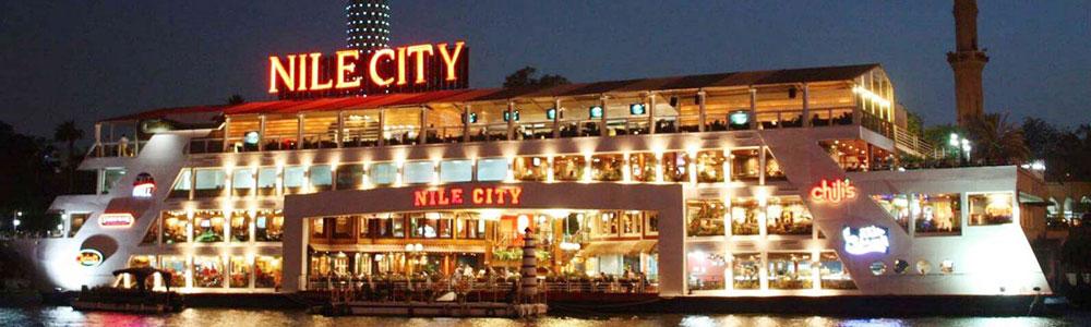 Cena en crucero por el Nilo